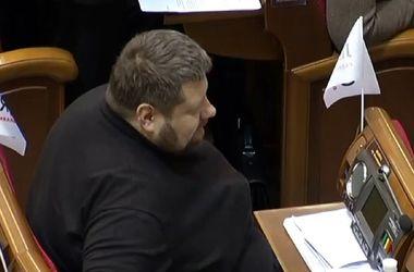 З місця Мосійчука в Раді зняли іменну табличку. Фото: Facebook