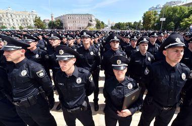 Відпрацювали перші півроку. За цей час з поліції з різних причин пішло три десятки людей. Фото: AFP