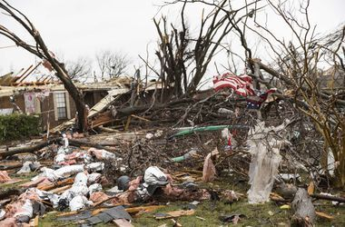 Негода пошкодила десятки будинків. Фото: AFP