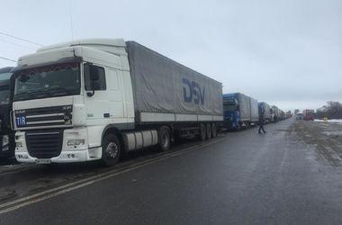 Российские фуры отправились в ЕС и Беларусь через Украину. Фото:sumy.depo.ua