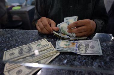 Менялы и официальные обменники в Украине опустили курс доллара - Финансовые  новости - Спрос на валюту все равно остается выше, чем предложение   СЕГОДНЯ