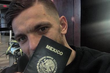 Редкач с новым паспортом. Фото Инстаграм