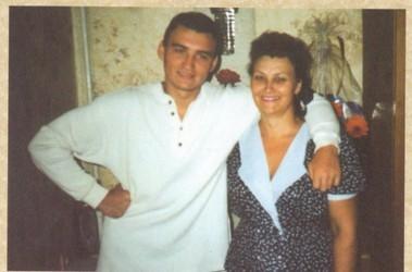 Мама Романенко с сыном. Незадолго до трагедии