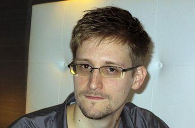 Сноуден ховається в Москві