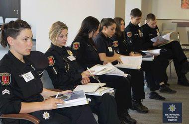 Будущие школьные офицеры полиции. Начнут работать с детьми уже в июне в летних лагерях. Фото: facebook.com