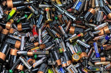 В Украине сбором батареек занимаются энтузиасты. Фото: архив