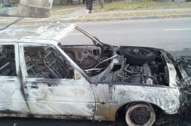 В Харькове пылают авто. Фото: ГСЧС