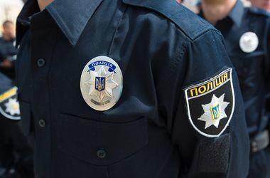 Полицейского обнаружил утром прохожий на обочине. Фото: Facebook