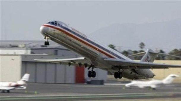 В США из-за электронной сигареты загорелся салон самолета, фото AFP