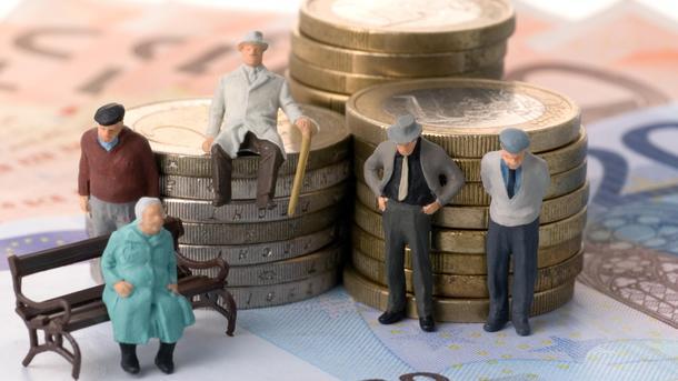Январские пенсии часть пенсионеров смогут получить в декабре. Фото: nezhatin.com.ua