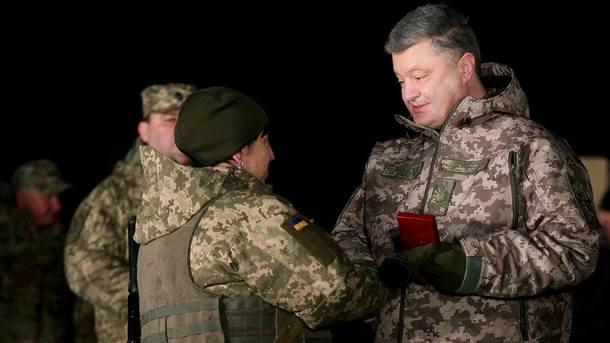Порошенко і військові. Фото: facebook.com/petroporoshenko
