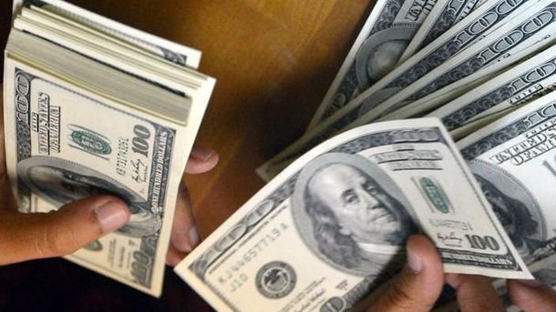 Доллар дешевеет. Фото: AFP