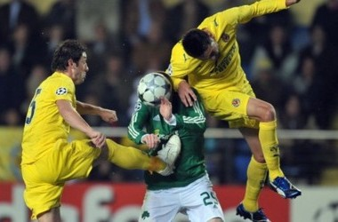 Villarreal's Turkish Nihat Kahevci (R) and Bruno fight for the ball with Panathinaikos Mikael Nilsson during their group E Champions League  cup football match at Madrigal Stadium  in Villarreal, on February 25, 2008. AFP PHOTO/DIEGO TUSON