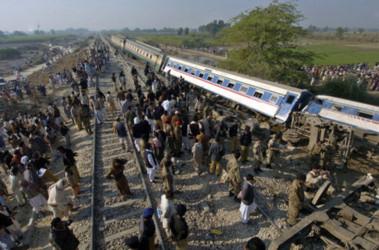 Железнодорожная авария в Пакистане. Фото AFP