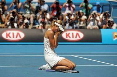 Мария Шарапова упала от эмоций и усталости в финале Australian Open. Фото AFP