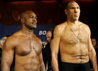 Former world boxing champion Evander Holyfield (L) of the U.S. and Russia's WBA heavy weight boxing world champion Nikolai Valuyev pose for the media during the official weighing in the town of Baden west of Zurich December 19, 2008. Challenger Holyfield