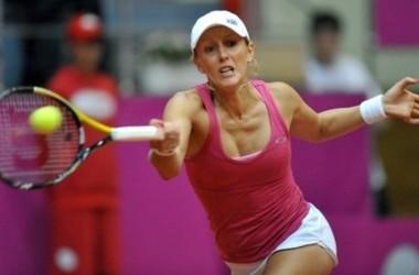 Australian tennis player Anastasia Rodionova returns the ball to Ukrainian Alona Bondarenko during their Fed Cup, 2010 World Group Play-Off singles match, in Kharkiv on April 24, 2010. Score of the match Bondarenko -Rodionova 0-6, 6-3, 7-5. AFP PHOTO/SERG