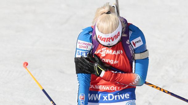 Мари Лаукканен в сегодняшней гонке выступала с траурной повязкой. Фото AFP