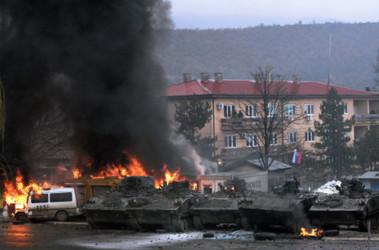 беспорядки в городе Косовска Митровица. Фото AFP