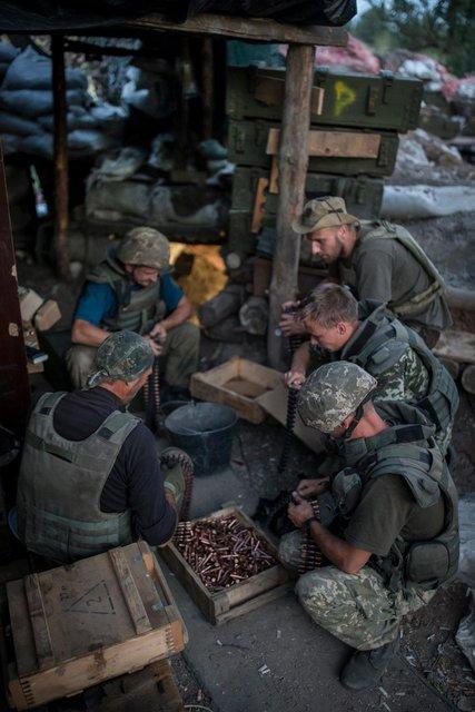 Ворог від початку доби 10 разів відкривав вогонь по позиціях ОС на Донбасі, поранено бійця, - пресцентр - Цензор.НЕТ 1830