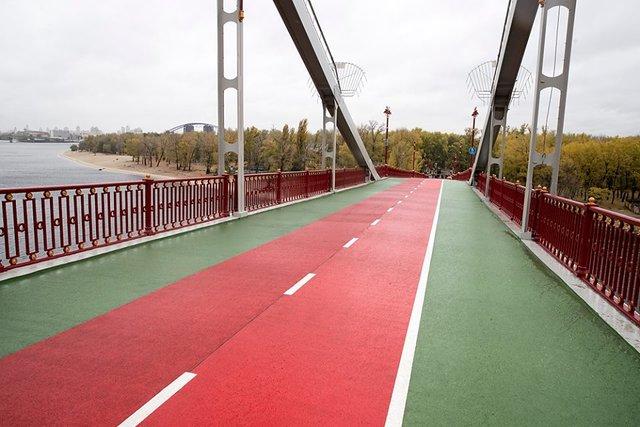 Пішохідний міст в Києві закінчують ремонтувати   Сьогодні