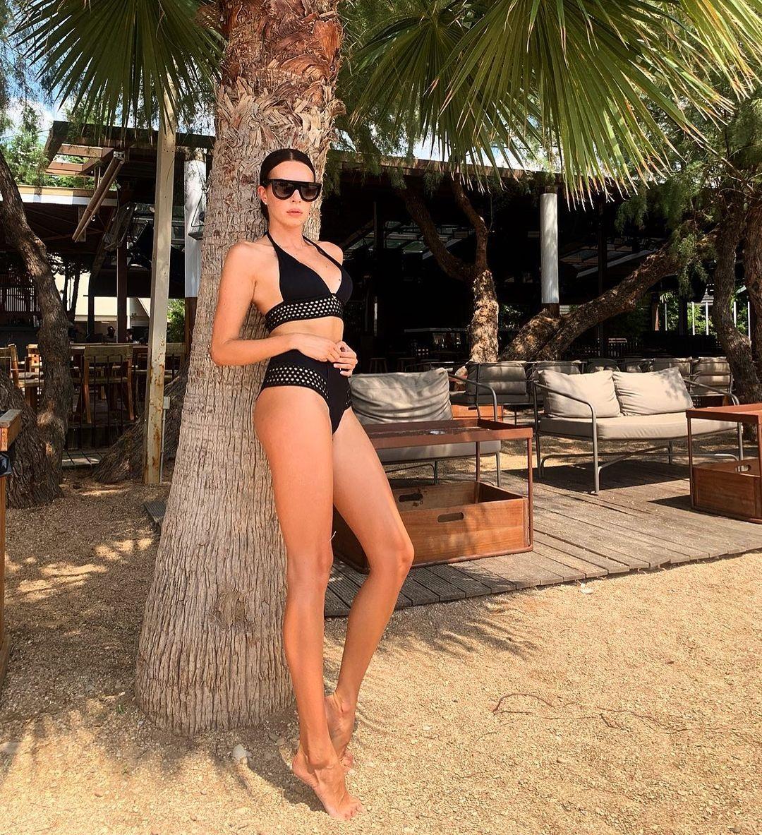 Ножки сводят с ума! Смотрите, какую богиню игрок сборной Украины привез с собой из Греции
