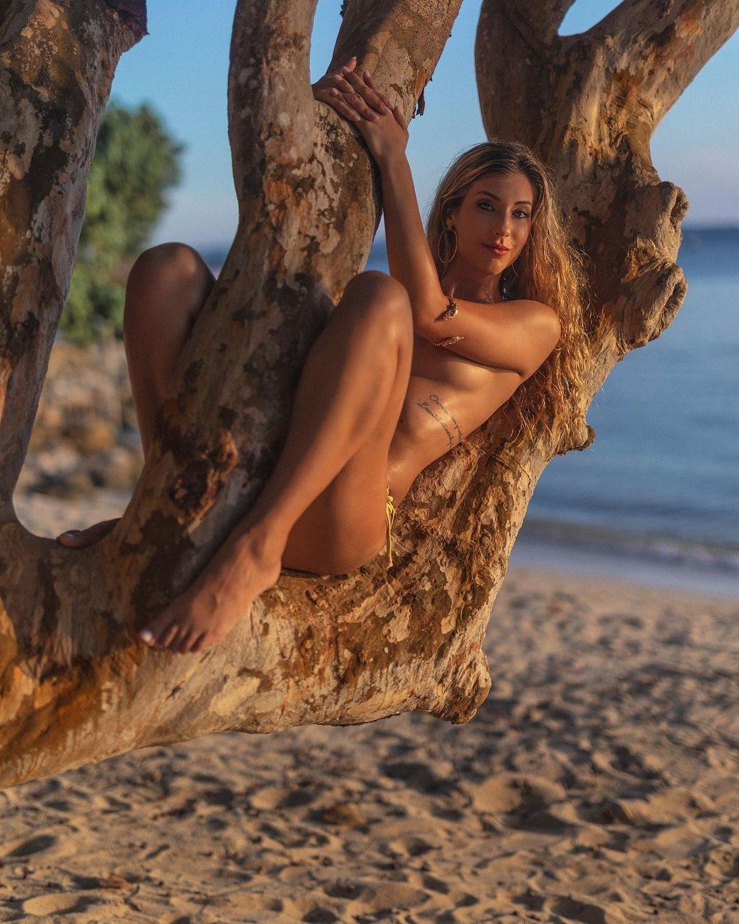 Порнозвезда развлекалась с тремя игроками МЮ: Они не любят платить за секс