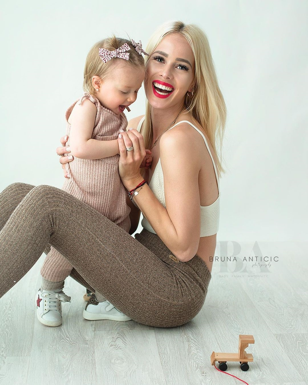 Гордись собой и своим телом! Самая красивая баскетболистка прекрасна в роли мамы