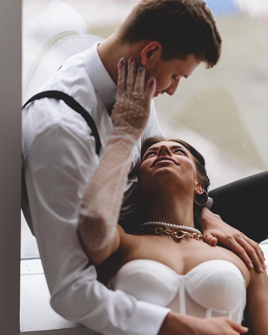 Марина Бех-Романчук в эротическом белье на коленях у мужа: огонь от звездной спортивной пары