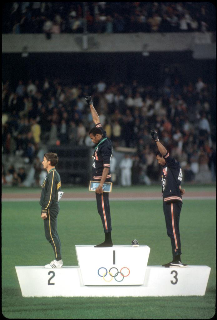 История одной фотографии. Без обуви на олимпийском подиуме – что произошло в Мехико-1968