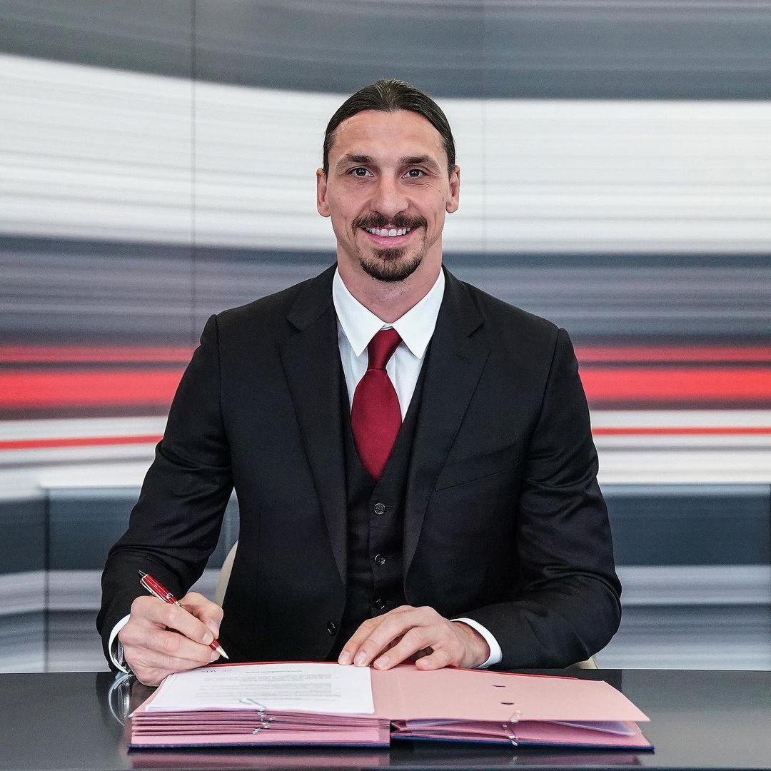 Златан Ибрагимович подписал новый контракт с Миланом. И это в 39 лет!