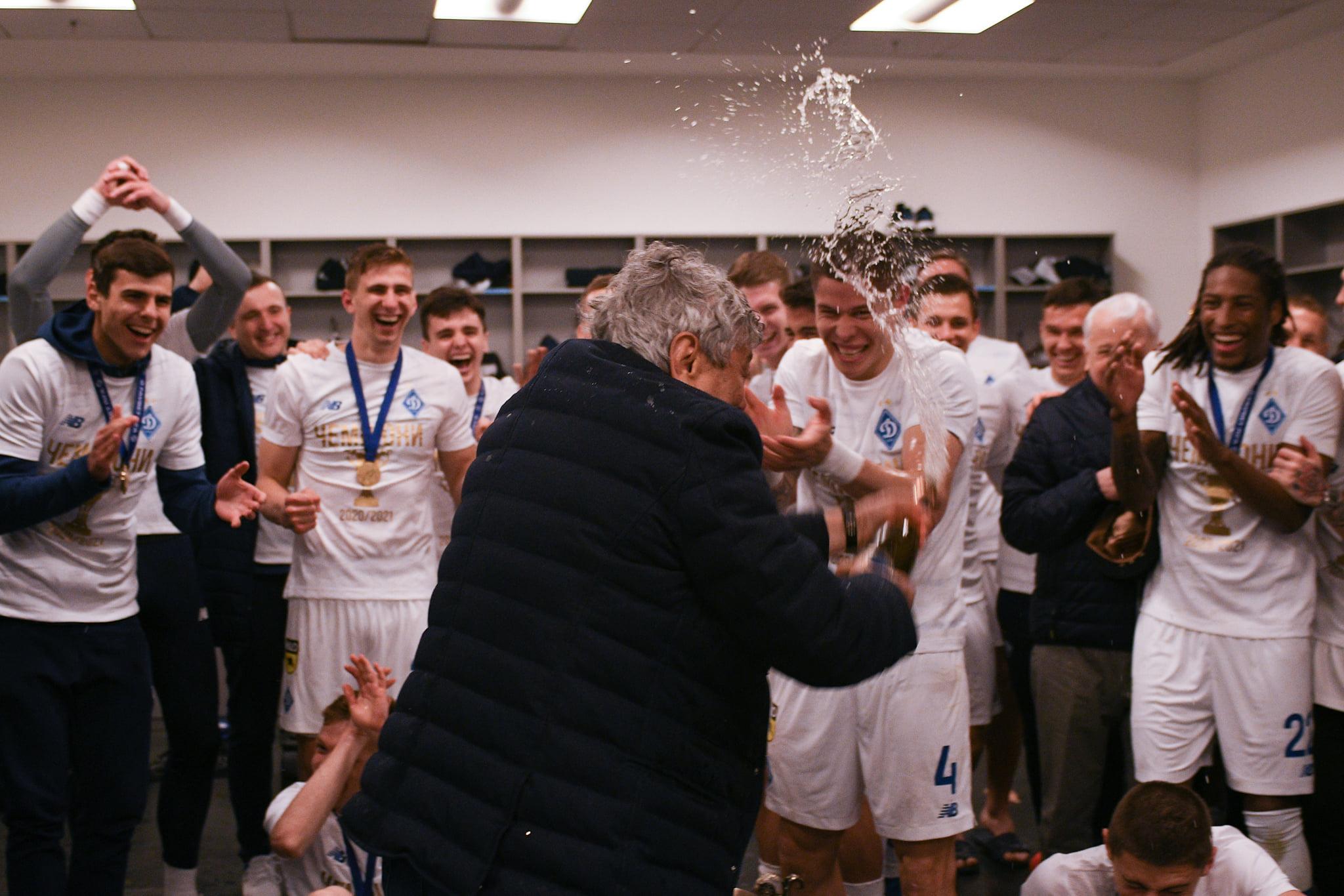 Видео из раздевалки Динамо: Попов швырнул бутылку, а Мирча отомстил
