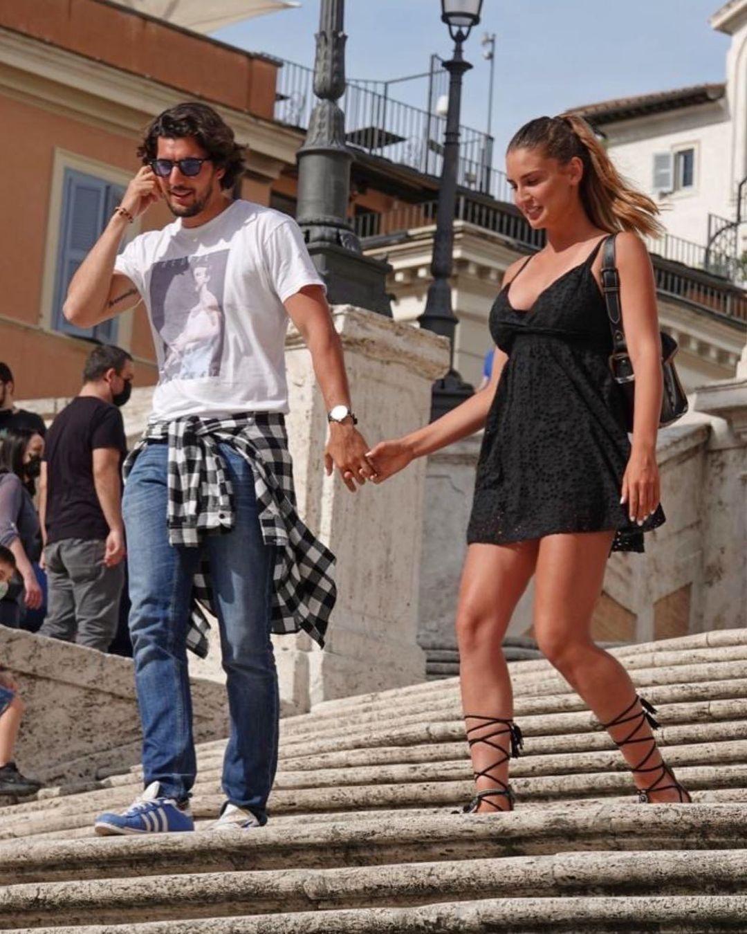 Королева красоты штурмует теннисный корт и крутит роман с мачо итальянского кино