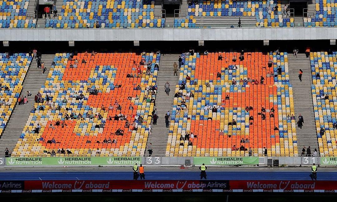 Легенда 33! Сиденья Олимпийского стали оранжевыми в честь многолетнего капитана Шахтера