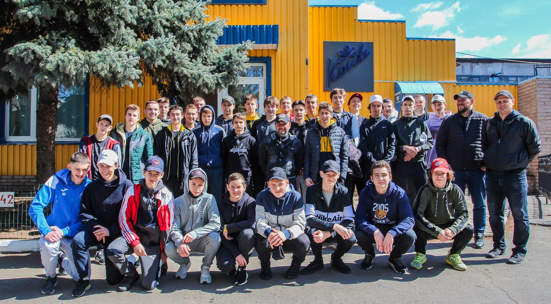 Хет-трик, драка и экскурсия за сладостями: стартовал супертурнир для юных хоккеистов