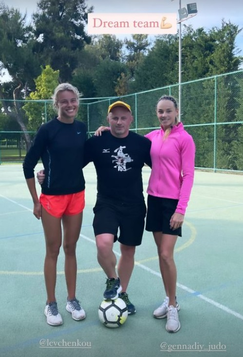 Красавица-спортсменка Белодед в откровенном купальнике нашла свою команду мечты