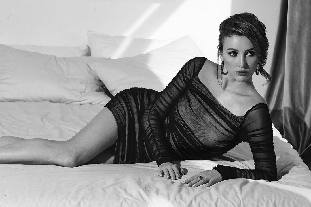 Нет некрасивых женщин: Анна Ризатдинова показала фото в постели